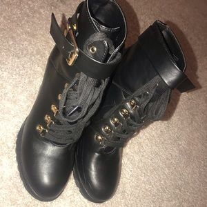 Black leather heels boot